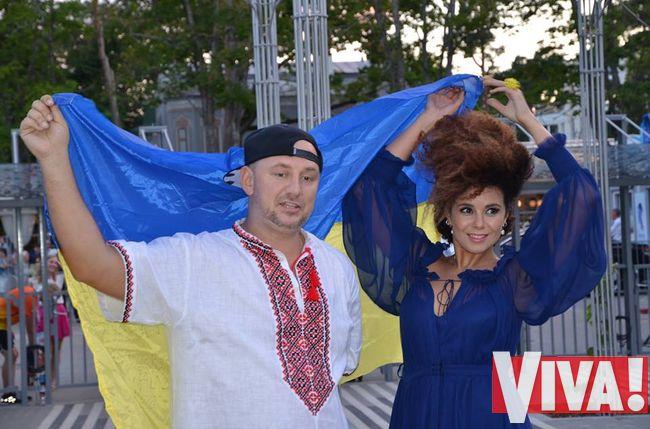 Потап и Настя на Новой волне 2014 с флагом Украины