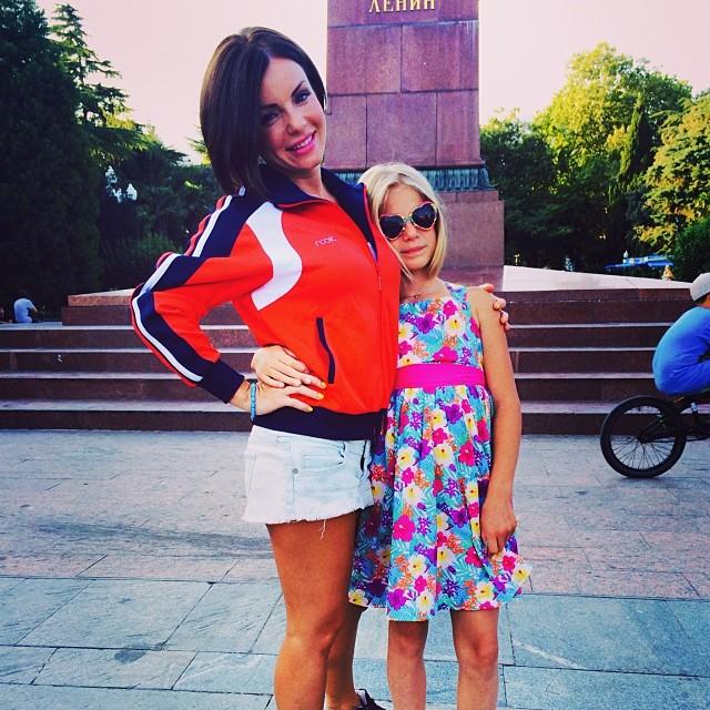 Юлия Волкова с дочерью на отдыхе в Крыму