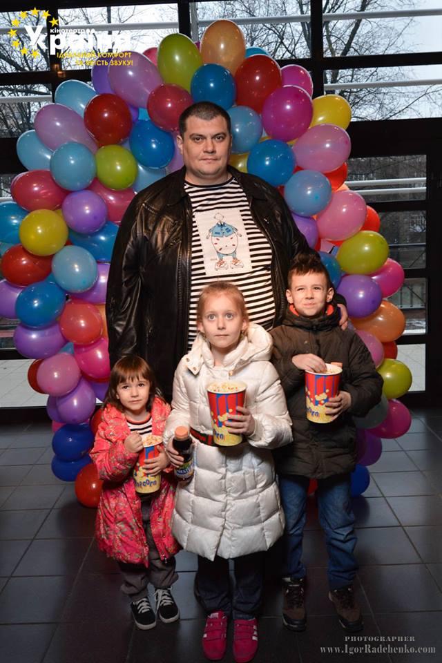 """Юрий Корявченков (""""Юзик, студия """"95 Квартал"""") с детьми Андреем, Маргаритой и Марианной"""