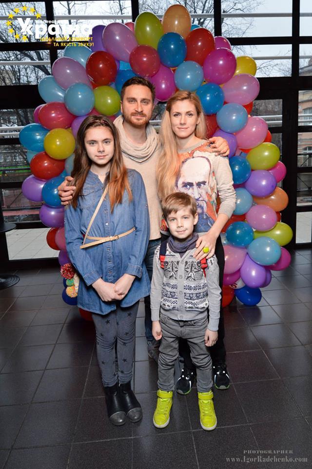 Олег Собчук с женой Машей и детьми Таней и Арсением