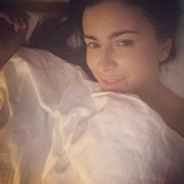 Ани Лорак выложила в интернет постельное фото