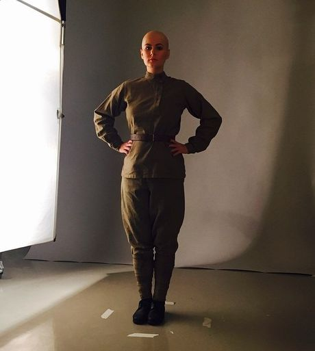 Мария Кожевникова постриглась налысо