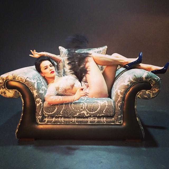 Даша Астафьева и NIKITA снялись в эротическом новогоднем клипе