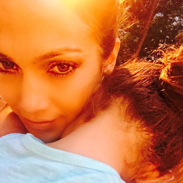 Дженнифер Лопес показала трогательное фото с дочерью