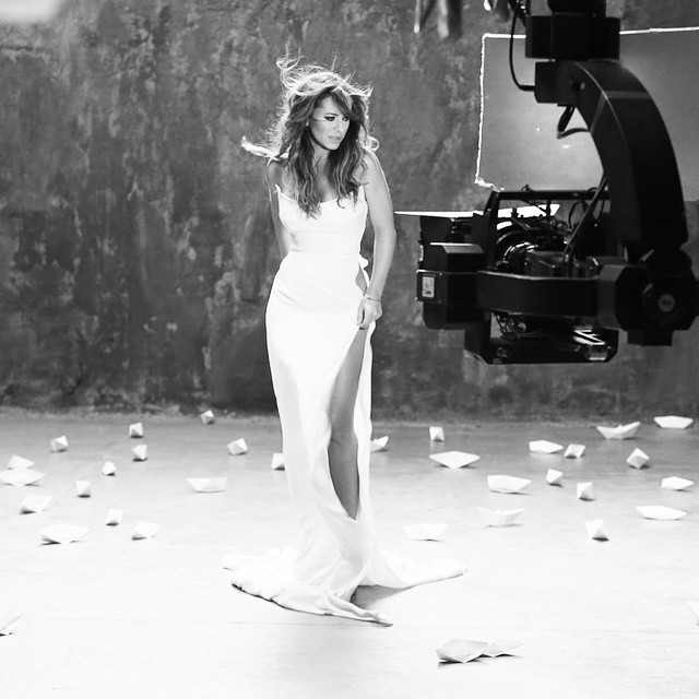 Ани Лорак в сверхоткровенном платье снялась в новом видеоклипе