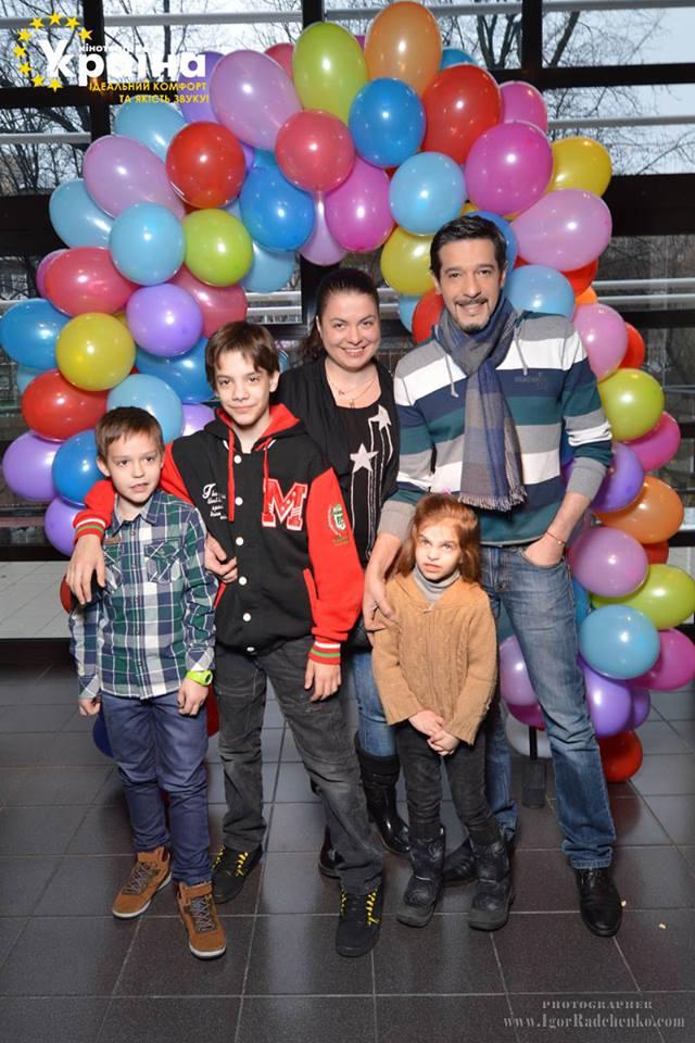 Максим Нелипа с женой Тамарой и детьми Артемом и Машей