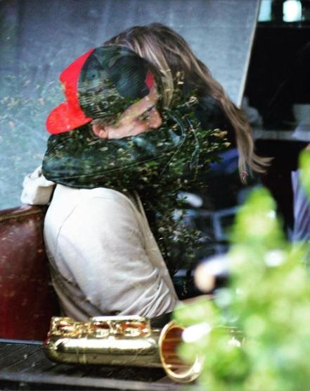 Трогательные объятия: Хлоя Морец поделилась романтичным снимком с Бруклином Бекхэмом