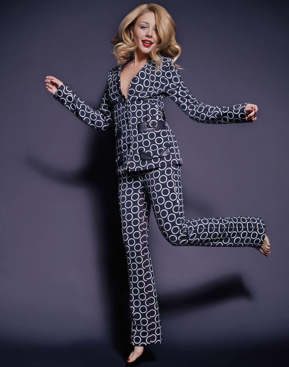 Тина Кароль подчеркнула фигуру нарядом от Louis Vuitton
