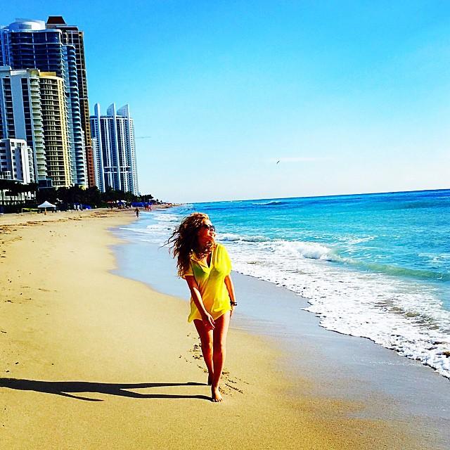 Беременная Яна Соломко в Майами-Бич скучает по мужу