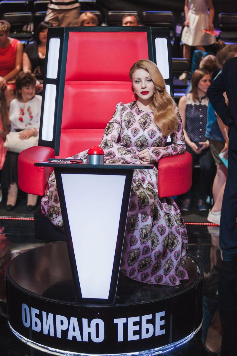 Тина Кароль в платье от Dolce&Gabbana
