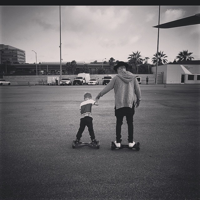 Безграничная любовь: Джастин Бибер проводит все свое время с младшим братом