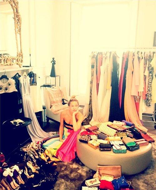 Платья, туфли, аксессуары: Кейт Хадсон впервые показала свой гардероб