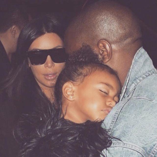 Сама нежность: Ким Кардашьян поделилась умилительным снимком спящей дочери