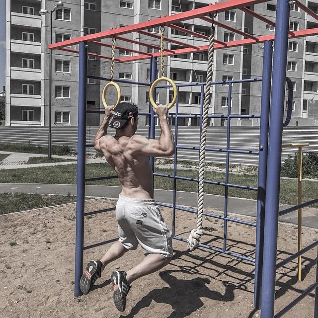 Экс-Холостяк Сергей Мельник похвастался подкаченным телом