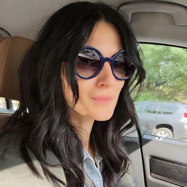 Маша Ефросинина остригла длинные волосы