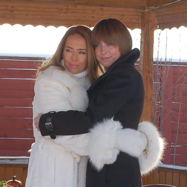 Сестра Жанны Фриске показала фото из семейного альбома