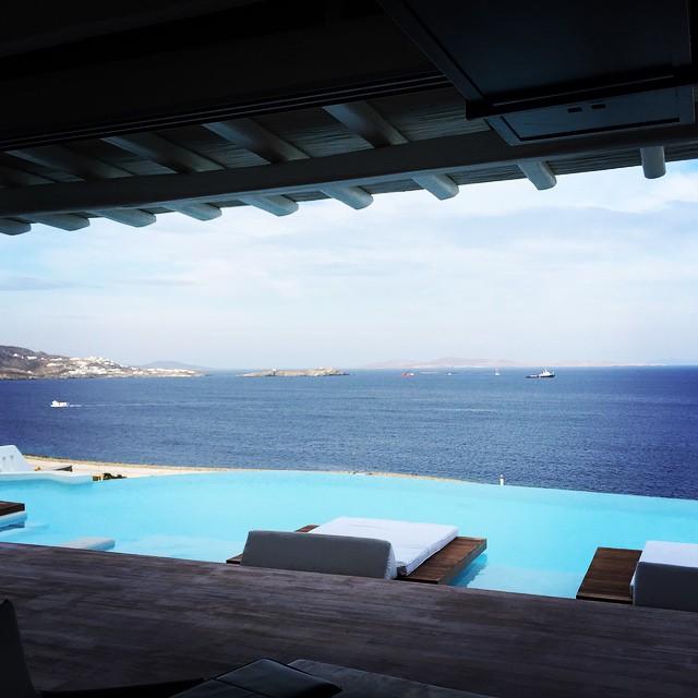 Николь Шерзингер отдыхает в Греции с новым бойфрендом