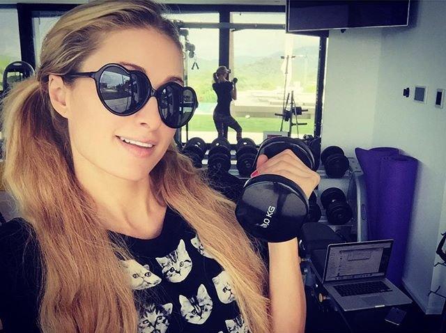 В форме: Пэрис Хилтон показала фото с личной тренировки в зале