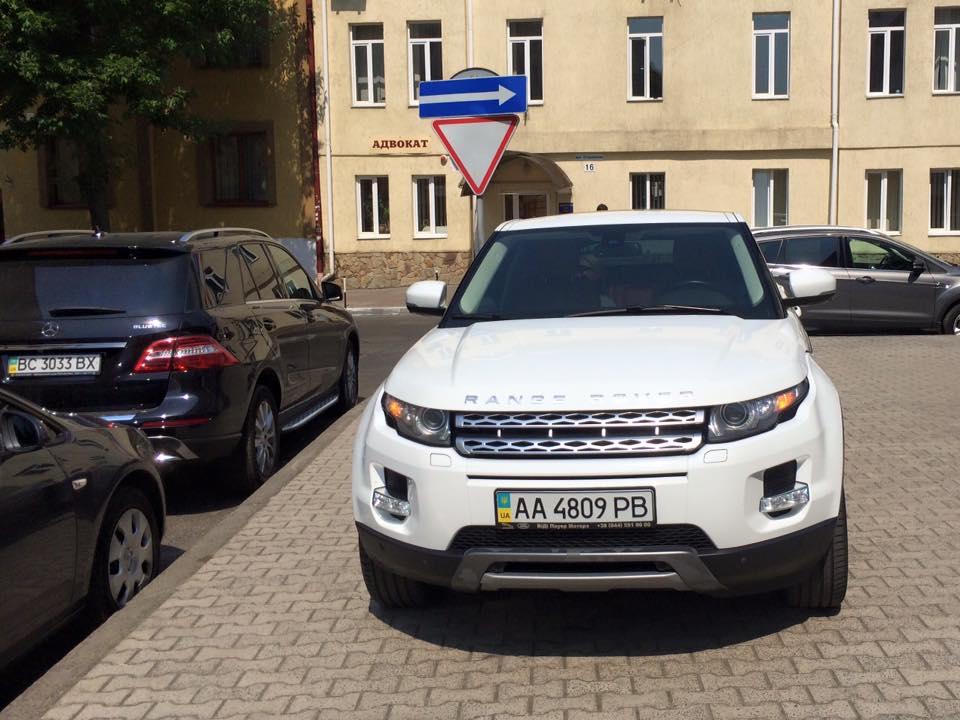Ольга Фреймут оскандалилась из-за парковки на тротуаре