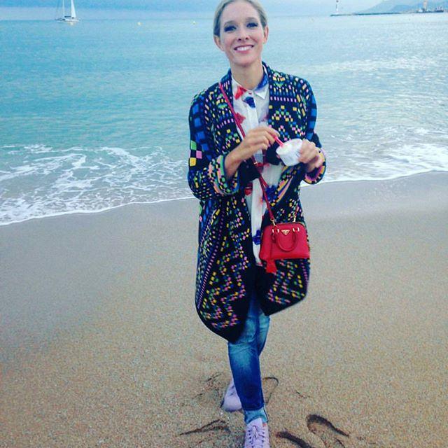 Лето продолжается: Катя Осадчая показала фигуру в Каннах