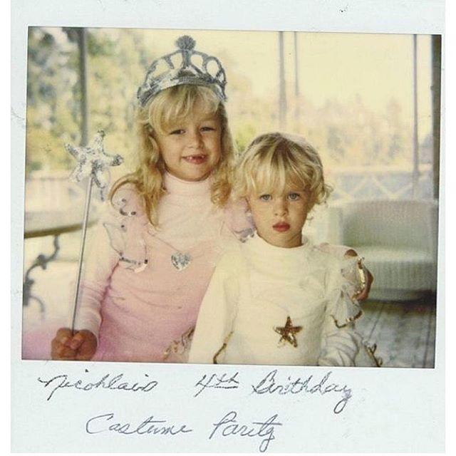 Семейный архив: в сеть попали детские фото Пэрис и Ники Хилтон