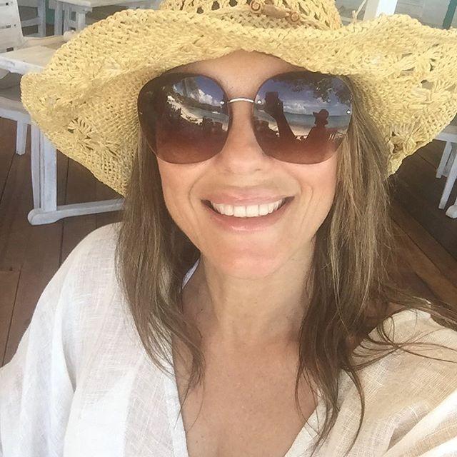 50-летняя Элизабет Херли похвасталась стройной фигурой в купальнике