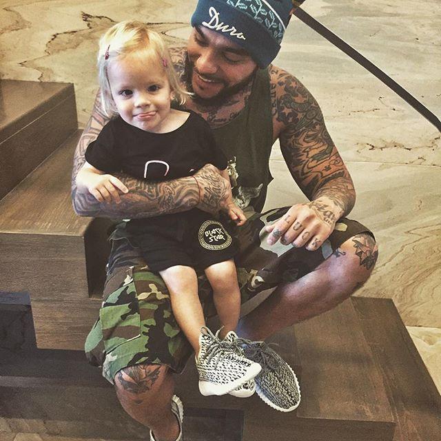Заботливый папочка: Тимати подарил дочери эксклюзивные кроссовки