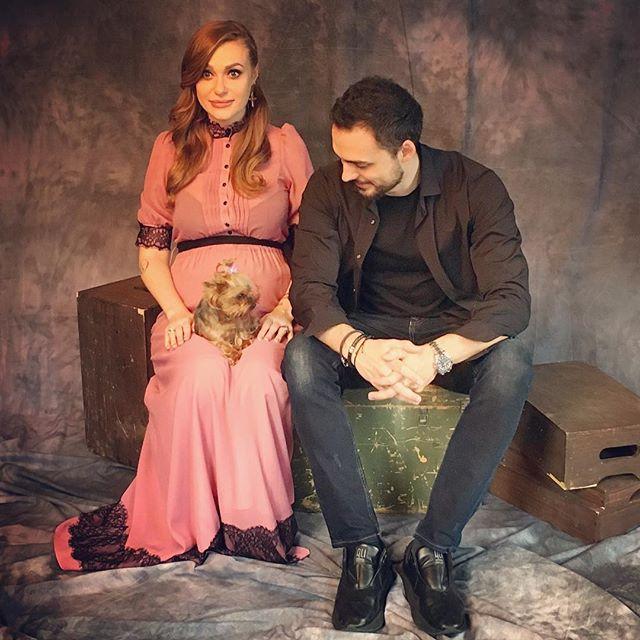 """Беременная солистка группы """"НеАнгелы"""" Слава снялась в нежной фотосессии с мужем"""