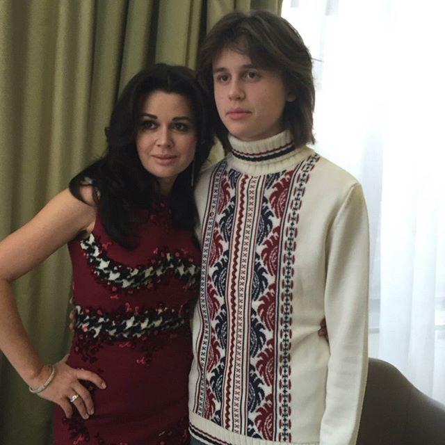 Анастасия Заворотнюк рассказала о школьной травле против ее сына
