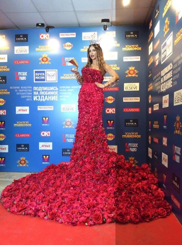 Ани Лорак в платье из живых роз получила Золотой граммофон-2015 (Фото)