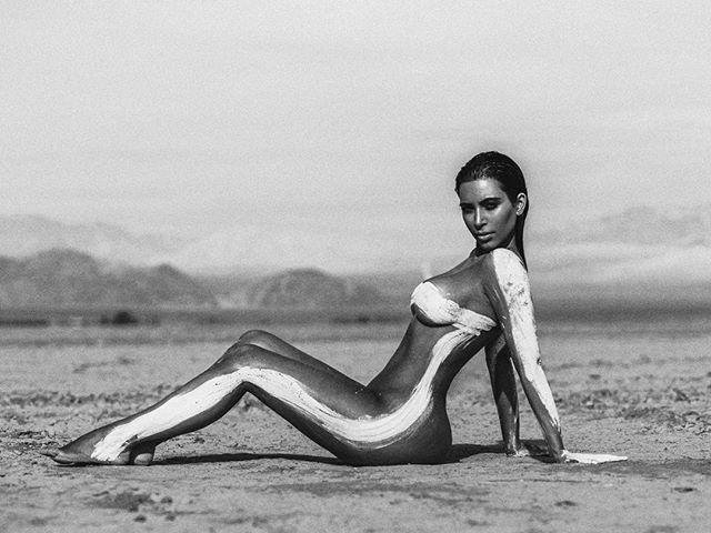 """Поклонники раскритиковали Ким Кардашьян: """"Вся твоя жизнь - фотошоп!"""""""