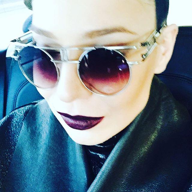 Эпатажно: певица Елка похвасталась ультрамодными аксессуарами