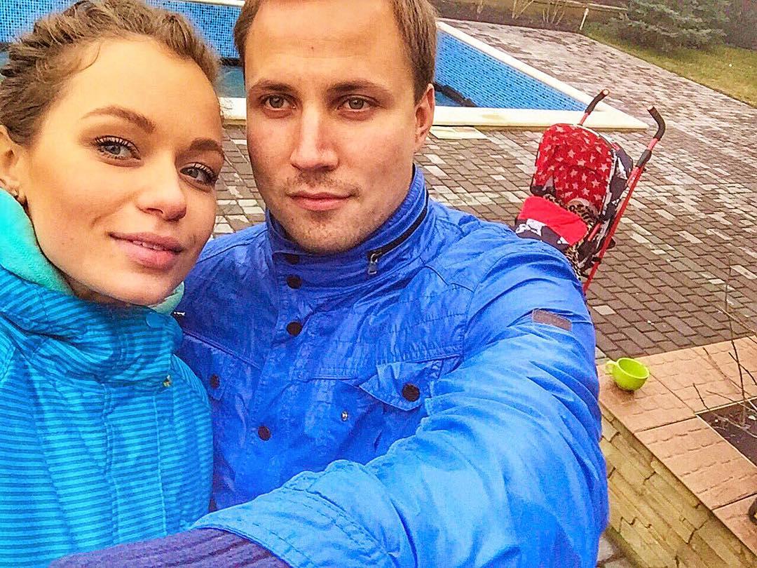 Яна Соломко поделилась фотографиями с первого дня рождения дочери