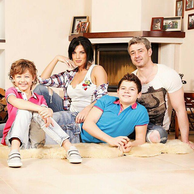 Ольга Романовская с мужем и детьми