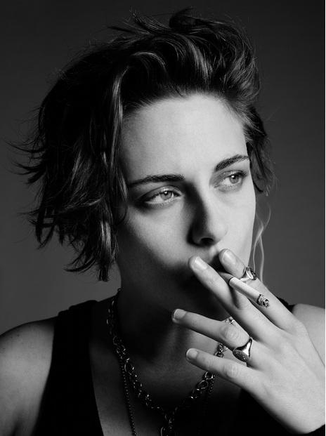 Отчаявшаяся бунтарка: в новой фотосессии Кристен Стюарт появилась с сигаретой и синяками под глазами