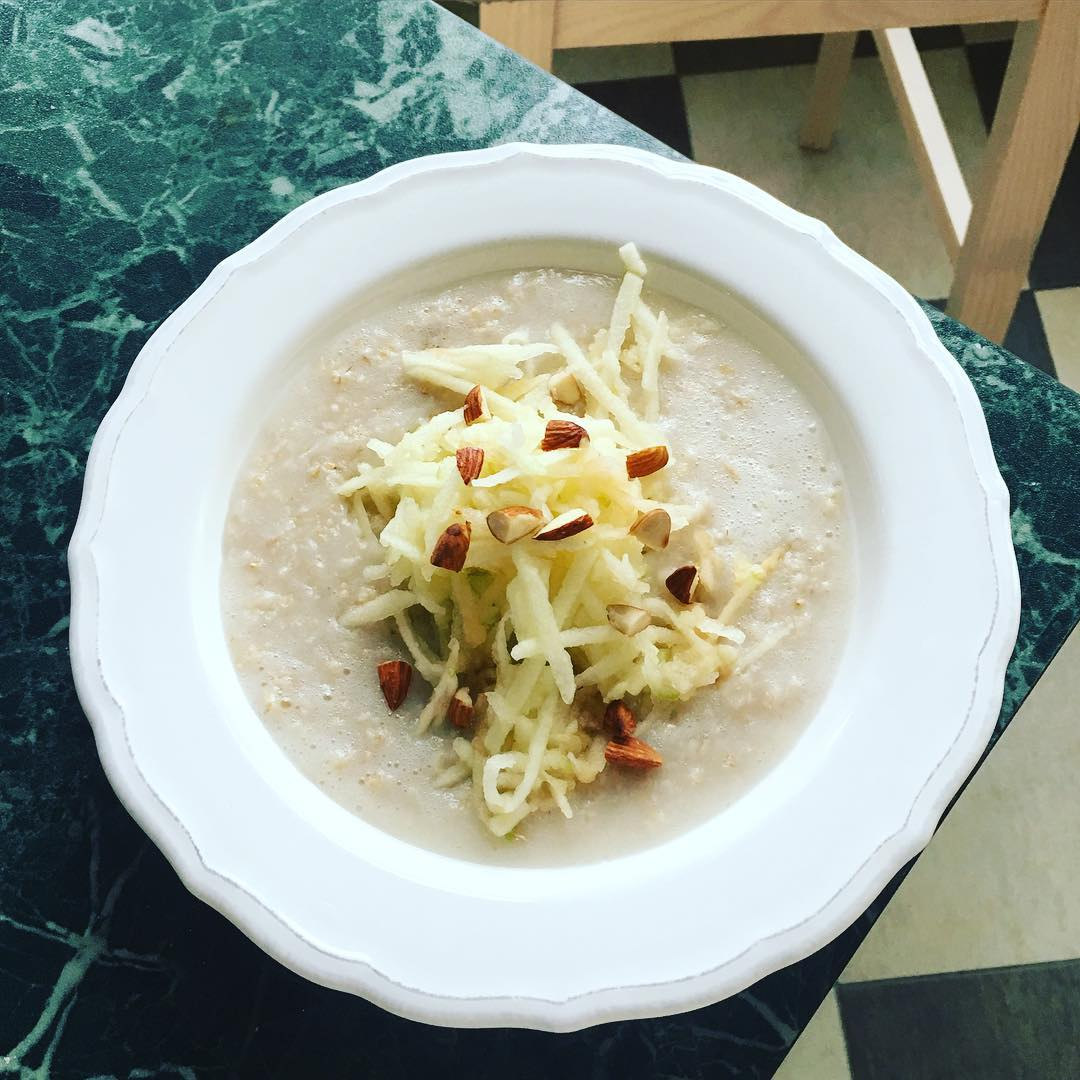 Лучшие блюда на утро: чем завтракают Жанна Бадоева, Ани Лорак, Анфиса Чехова и другие знаменитости