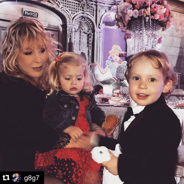 Пугачева и Галкин устроят сказочный Новый год своим детям