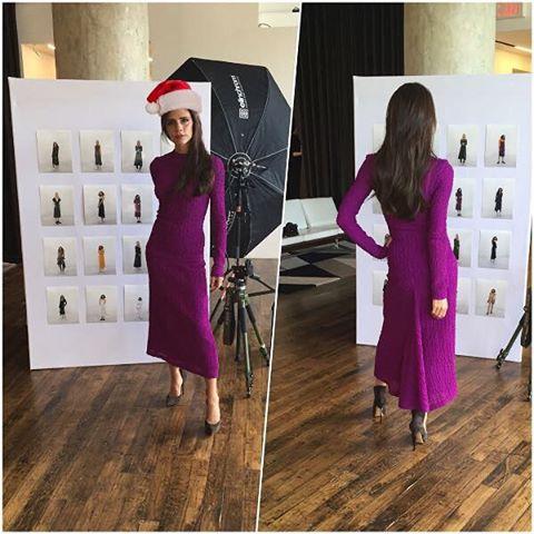 Виктория Бекхэм продемонстрировала точеную фигуру в платье собственного дизайна