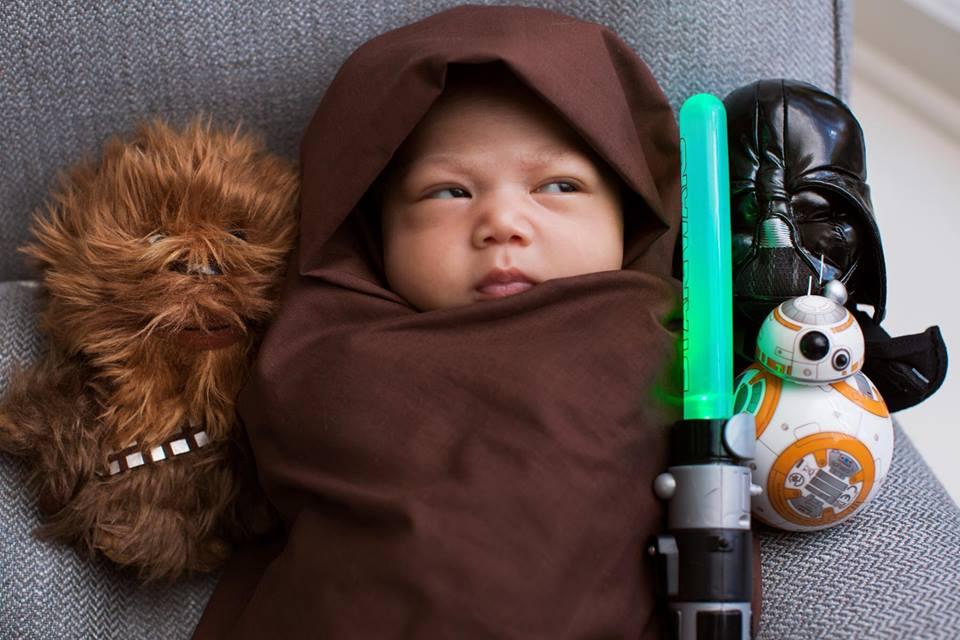 Маленький звездный воин: Марк Цукерберг поделился забавным снимком дочери