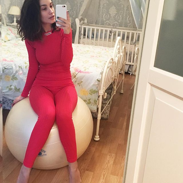 Молодая мамочка Виктория Дайнеко поражает идеальной фигурой