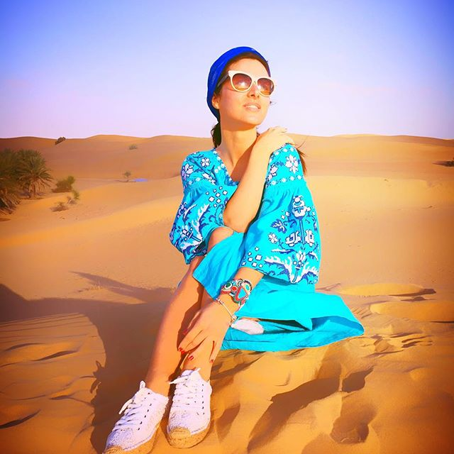 Наши в Дебае: Злата Огневич надела вышиванку в пустыне