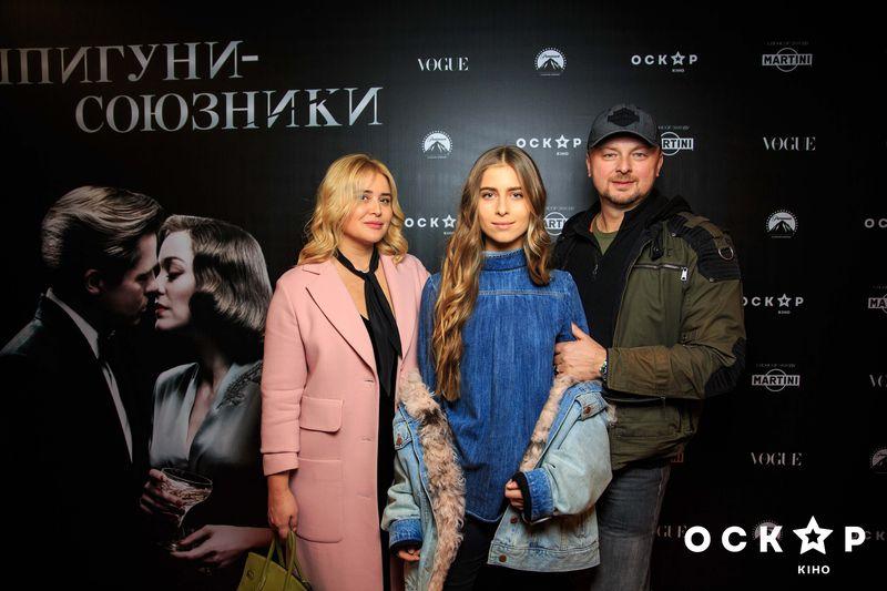 """Семья Софии Ротару пришла на премьеру нового фильма Брэда Питта """"Шпионы-союзники"""""""