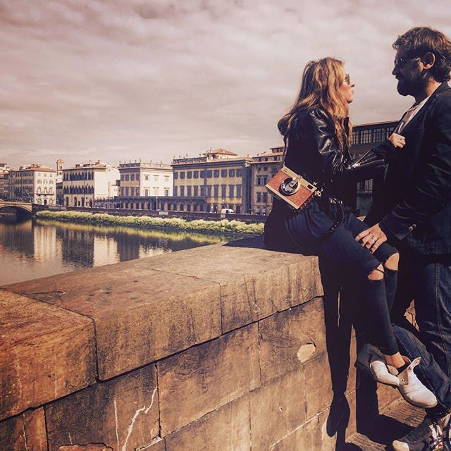 Жанна Бадоева поделилась семейными снимками с прогулки по Флоренции