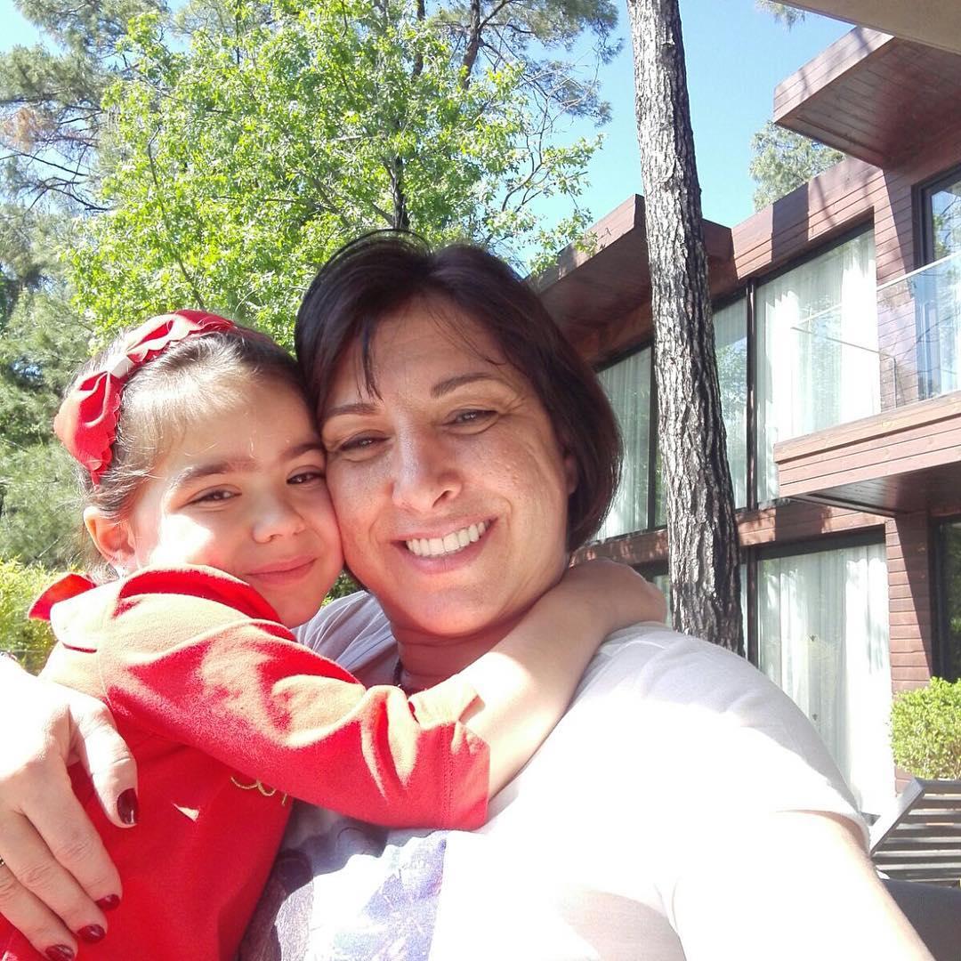 Ани Лорак проводит время вместе с семьей в Турции