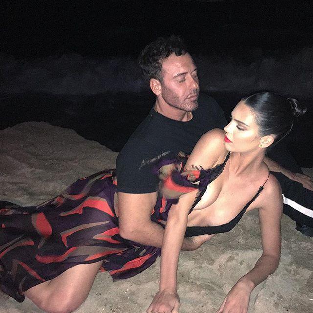 Секс на пляже: Кендалл Дженнер снялась в провокационной фотосессии