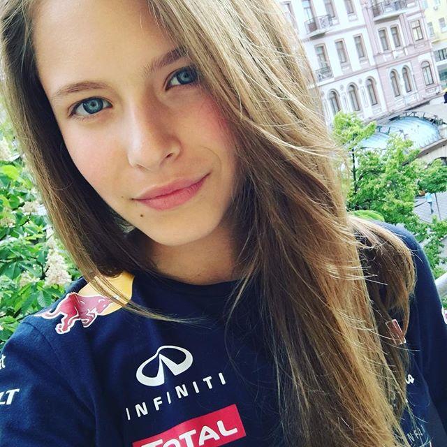 Старшая дочь Елены Кравец растет точной копией свой звездной мамы
