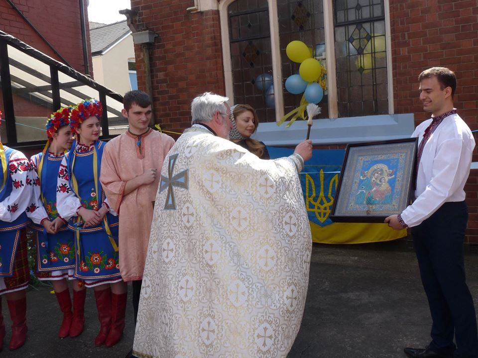 Тина Кароль с сыном побывала в Лондоне и открыла центр украинской общины