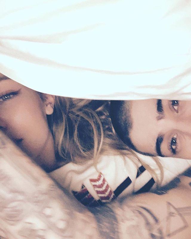 Постельное селфи: Джиджи Хадид опубликовала нежный снимок с возлюбленным