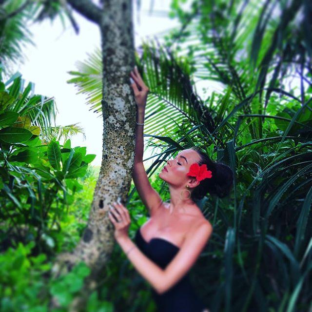 Сексуальная Мария Яремчук продемонстрировала шикарную фигуру во время отдыха