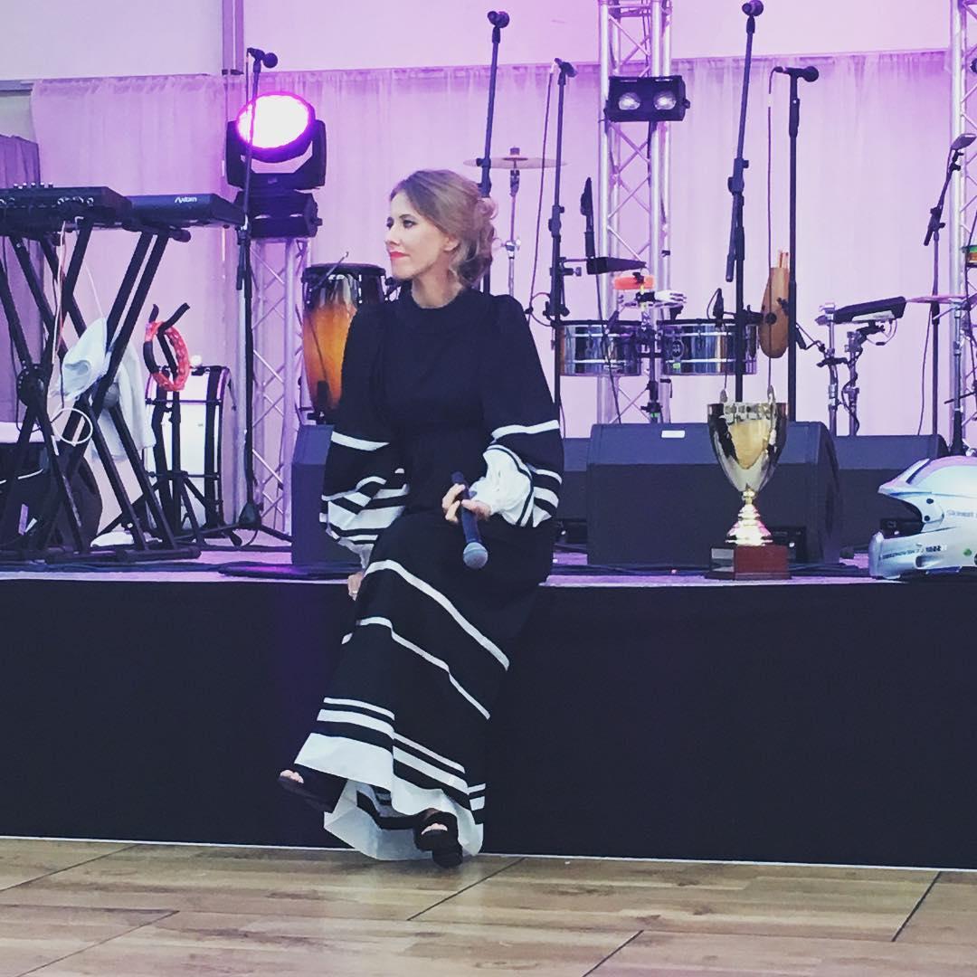 СМИ: Ксения Собчак беременна первенцем